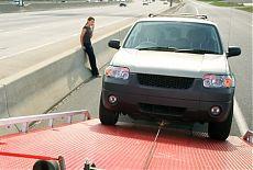 Эвакуация автомобиля на дороге