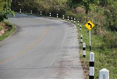 Дорожные столбики ограждения