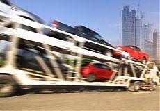 Автовоз перевозит автомобили