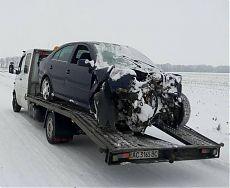 Эвакуация легкового автомобиля после аварии