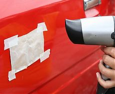 Устранение вмятины на кузове автомобиля